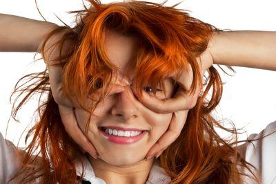 наносить оливковое масло на сухие или мокрые волосы